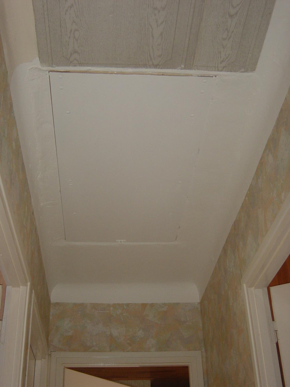 Pose d un escalier escamotable 110523 for Pose escalier escamotable leroy merlin